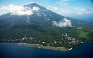Gunung Gamalama, Ternate (Foto: Simomot com)